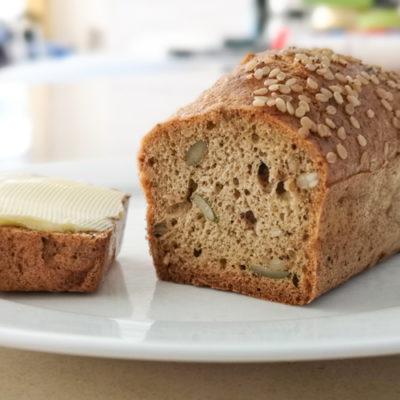 Low carb a keto rychlý mandlový chleba z 5 ingrediencí