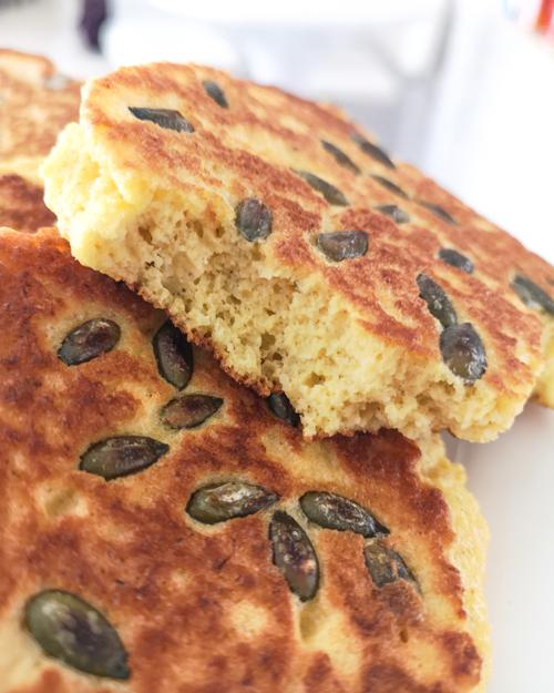 Low carb a keto jednoduchý chleba z pánve