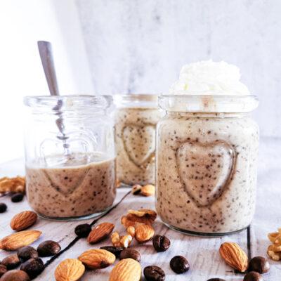 Low carb a keto kávovo-ořechový chia pudink