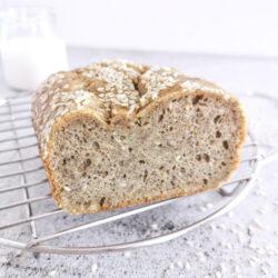 Low carb a keto sezamový chleba s tahinou